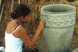 Reconstruction of a large shell-shaped pot: applying a surface finish. The original model is dated around the XIIIth century BC.