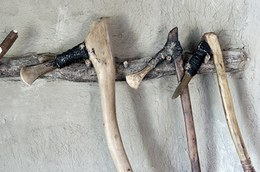 The axe handle, made of oak, ash or maple, is then bound to the head using vegetable-fibre rope and pitch.