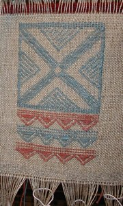 Various tones of blue have been obtained from woad. The textiles created on the looms at Montale have been decorated with motifs deriving from pots uncovered at the terramare. Brocade technique was employed.