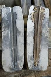 Risultato della fusione di un pugnale in bronzo