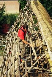 Realizzazione del tetto   Collocazione dei correnti orizzontali del tetto